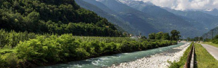 Il Sentiero Valtellina è una lunga pista pedonale e ciclabile immersa nel verde della Valtellina