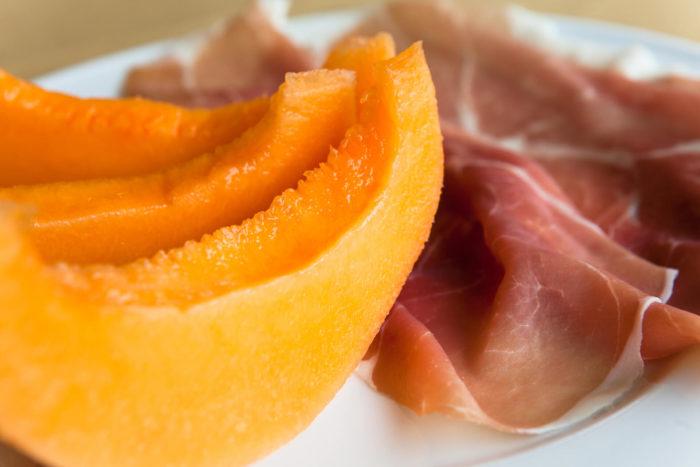 Prosciutto e melone, il piatto a base di prosciutto crudo classico dell'estate