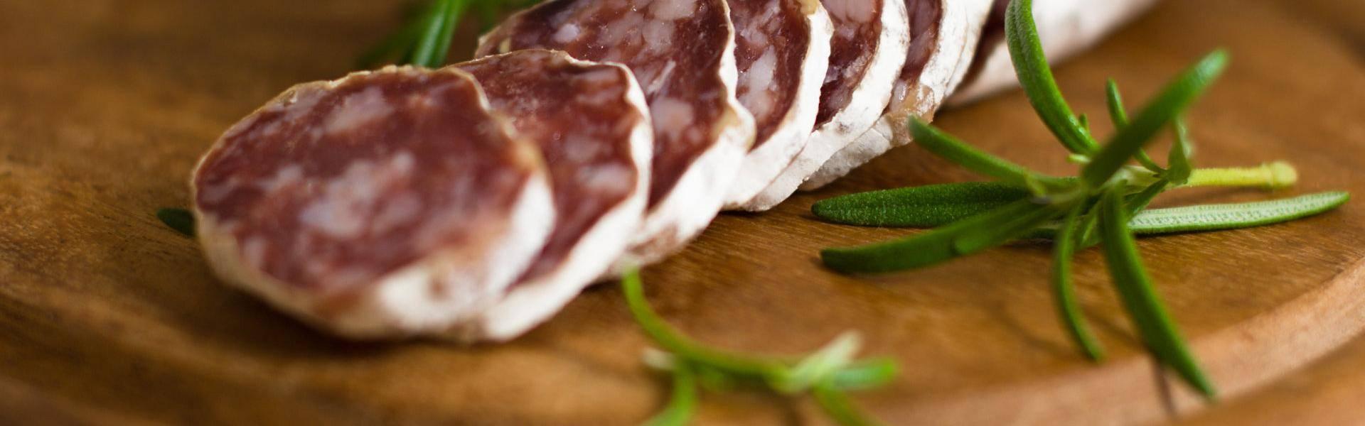 La muffa sul salame si forma e non è da temere per la nostra salute