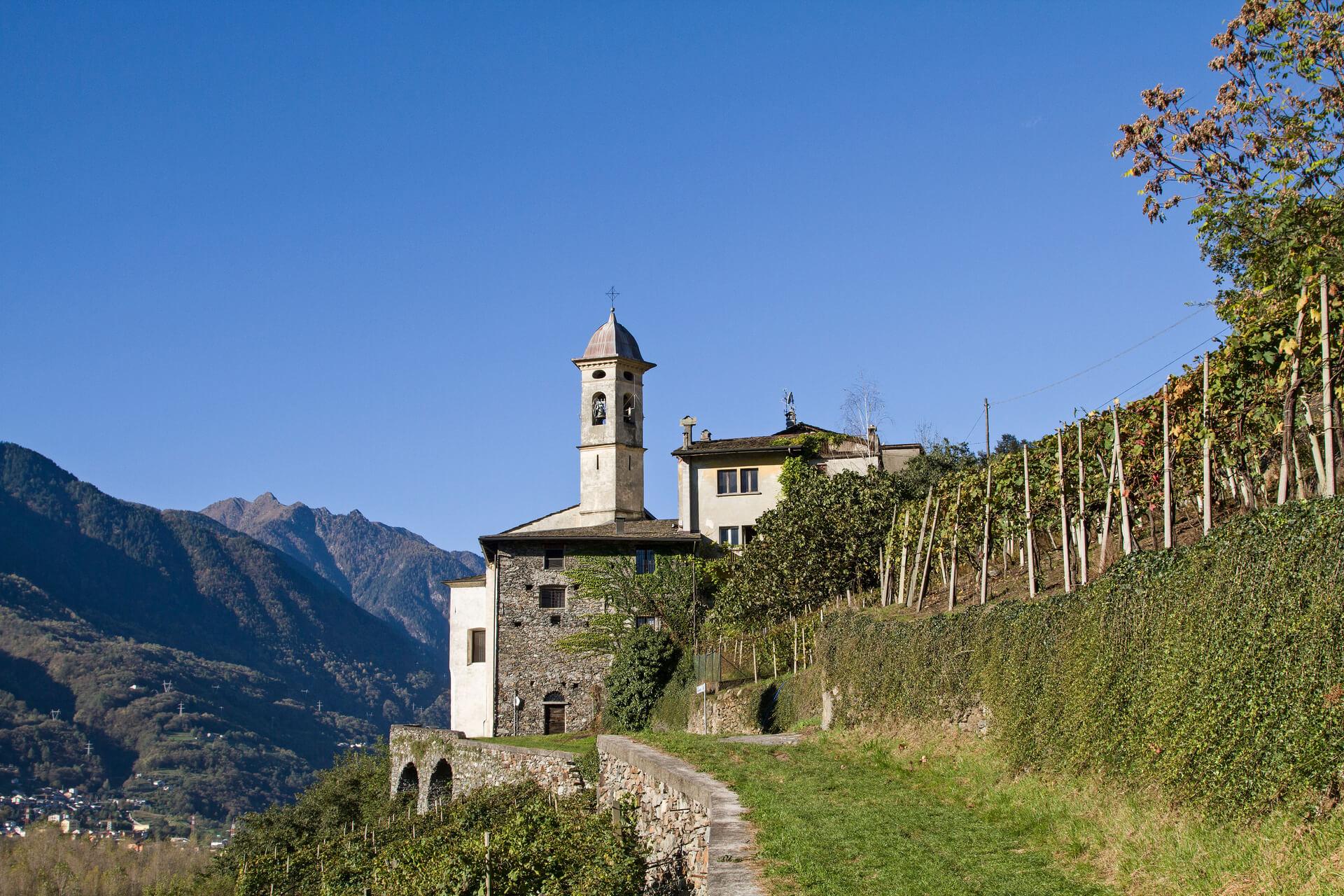 Santuario della Sassella vicino a Sondrio, sul giro delle incisioni rupestri di Triangia in Valtellina
