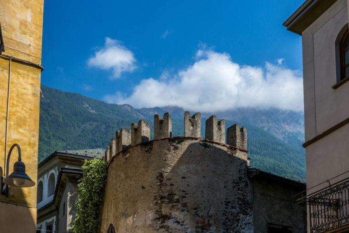 torre a Tirano, partenza del Sentiero dei Castelli in Valtellina