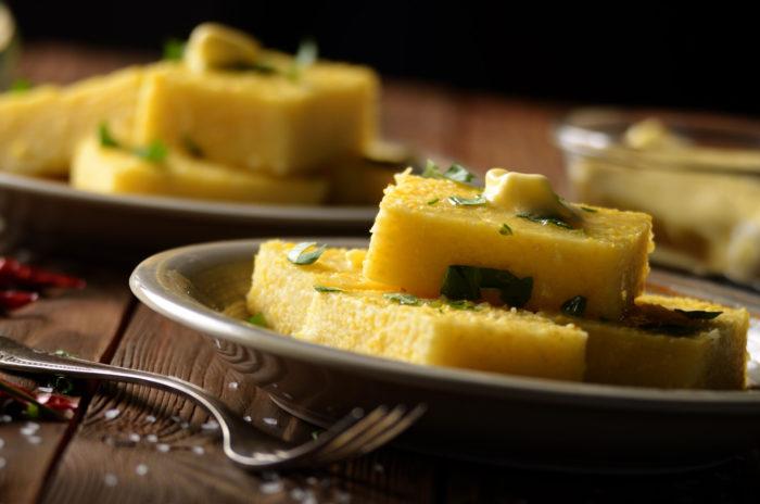 Ricetta dei crostini con polenta avanzata e salame Menatti