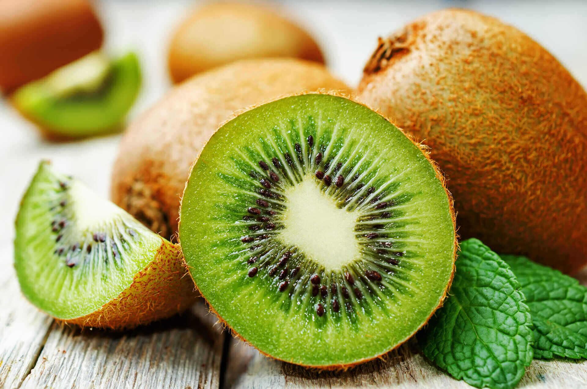 Kiwi da mangiare in autunno con i salumi: ricette e proprietà nutrizionali