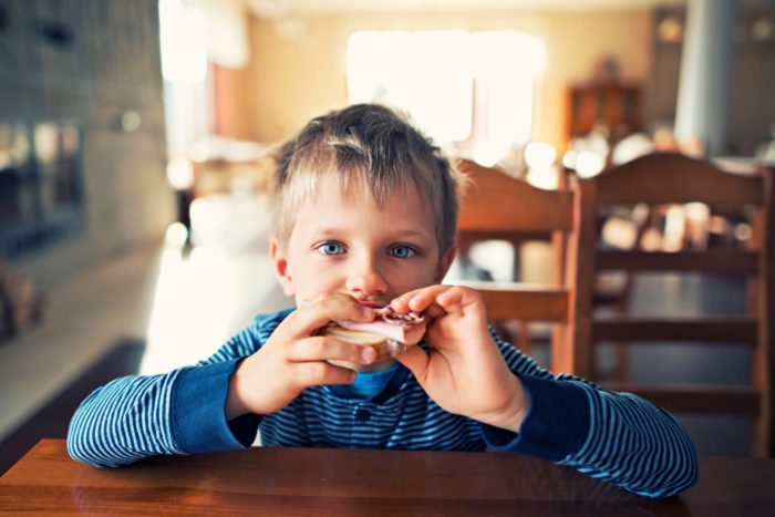 a che età iniziare a mangiare i salumi