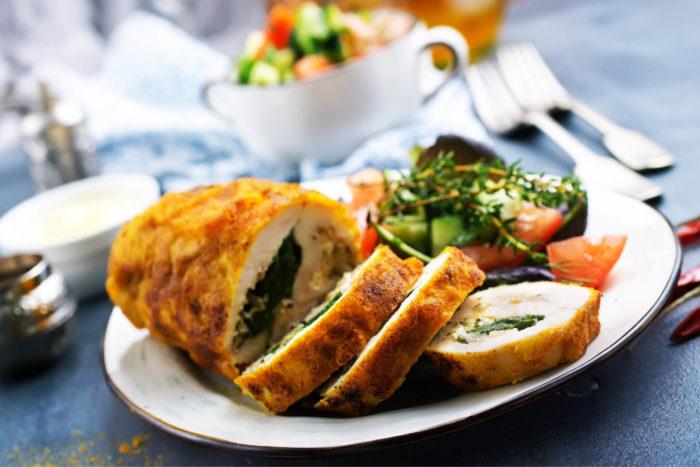 ricetta del rotolo di pollo ripieno con spinaci e prosciutto