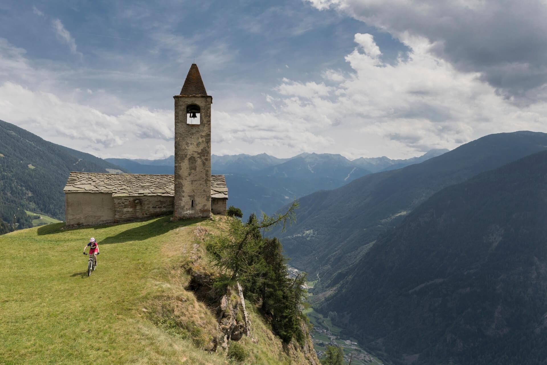 chiesetta di san Romerio in Valposchiavo: itinerario da Tirano in Valtellina