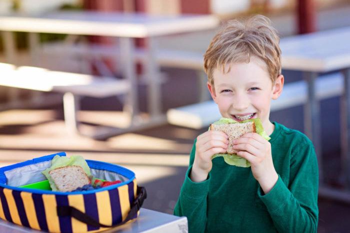 alimentazione dei bambini a scuola: merenda e pranzo salutare