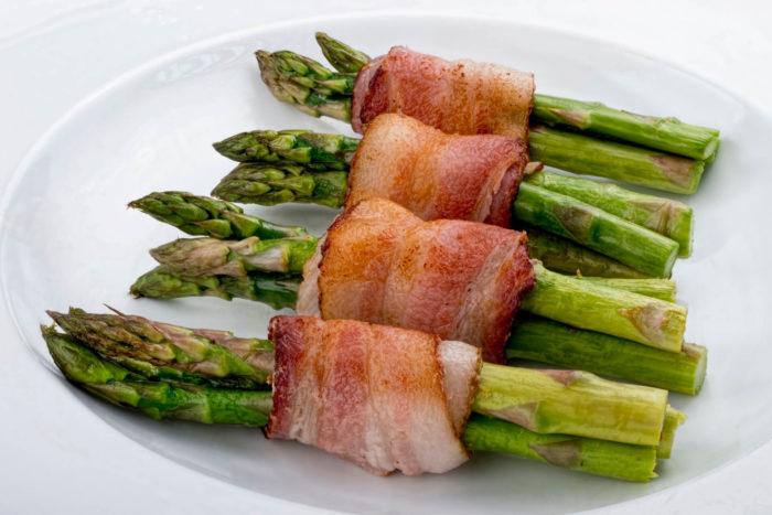 asparagi al forno con pancetta arrotolata Menatti - ricetta