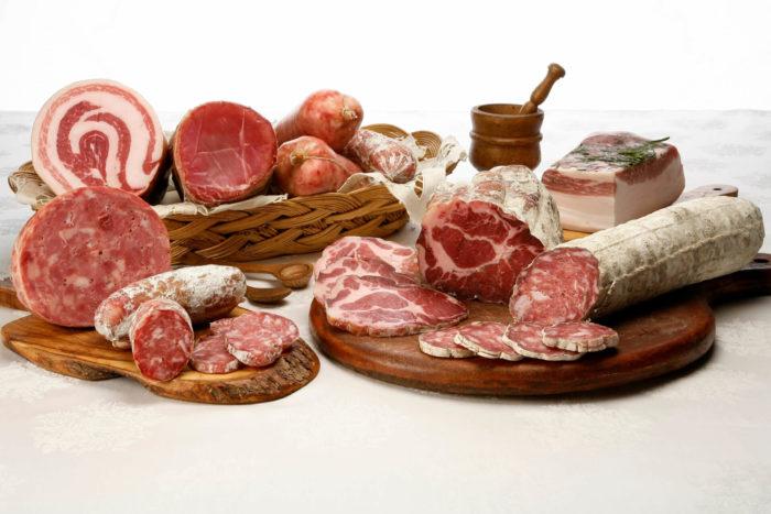 tagliere di salumi misti: profumo e aroma della carne